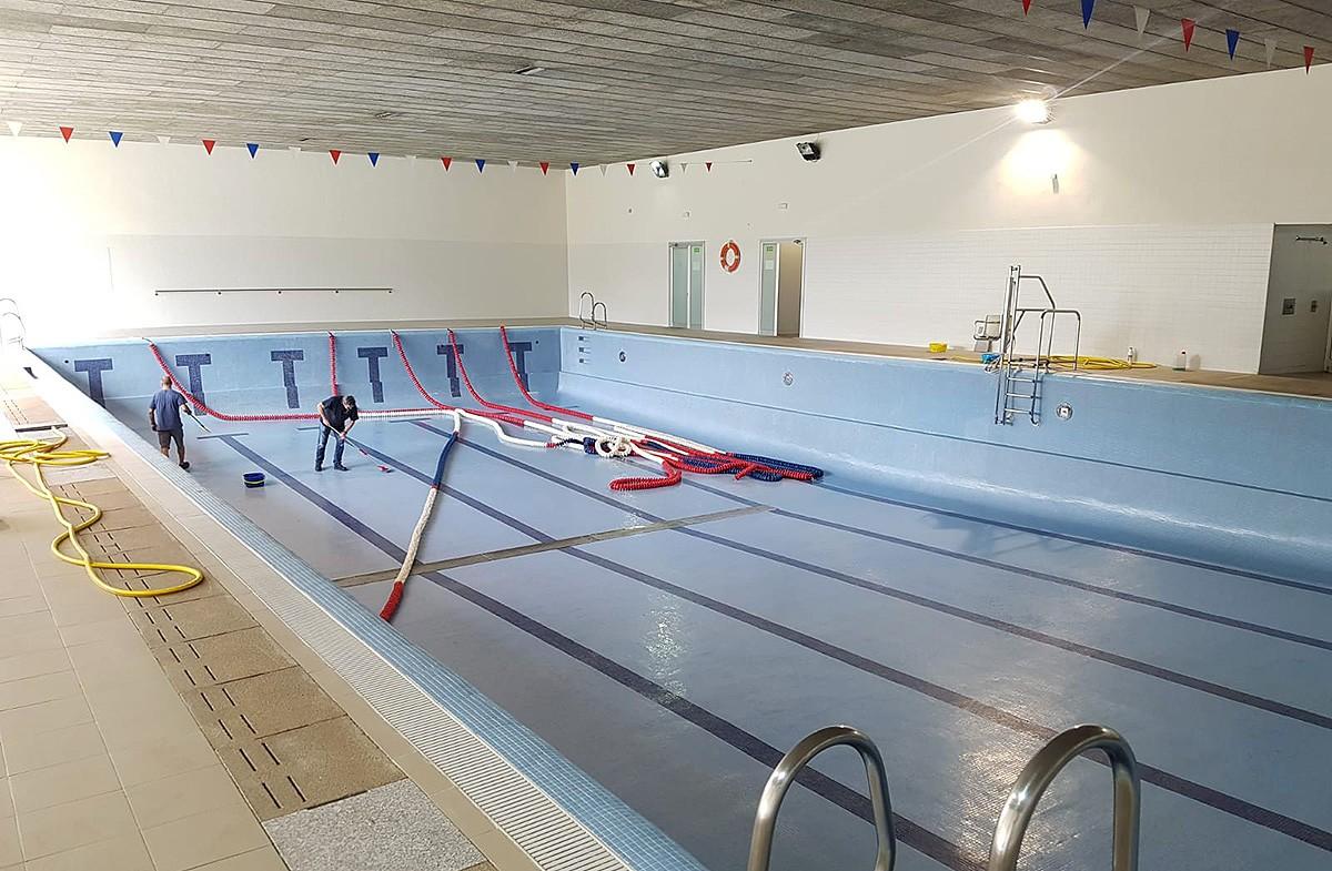 Obres de manteniment a la piscina municipal de Ripoll