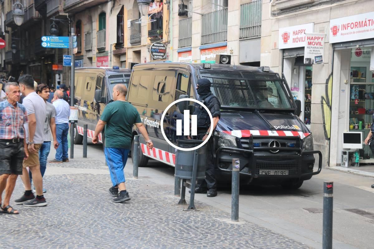 Furgonetes dels Mossos, en un operatiu policial.