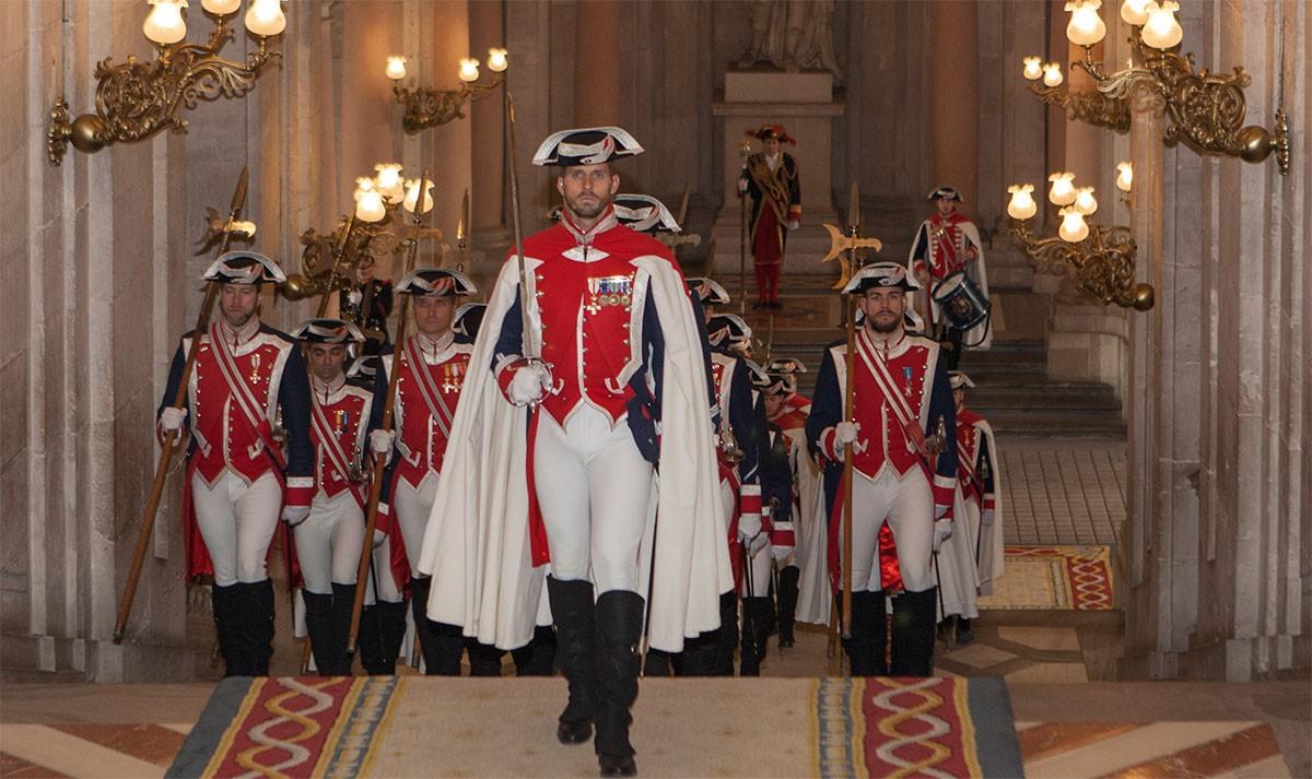 Membres del Guàrdia Reial amb l'uniforme de gala alabarder, amb cost unitari de 1.081 euros.