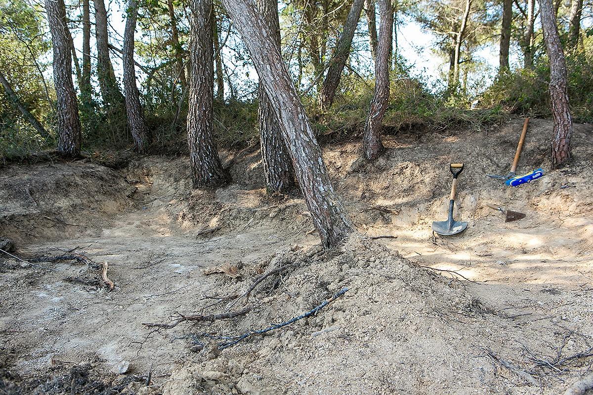 Detall dels treballs d'obertura de les fosses de la Terra Alta