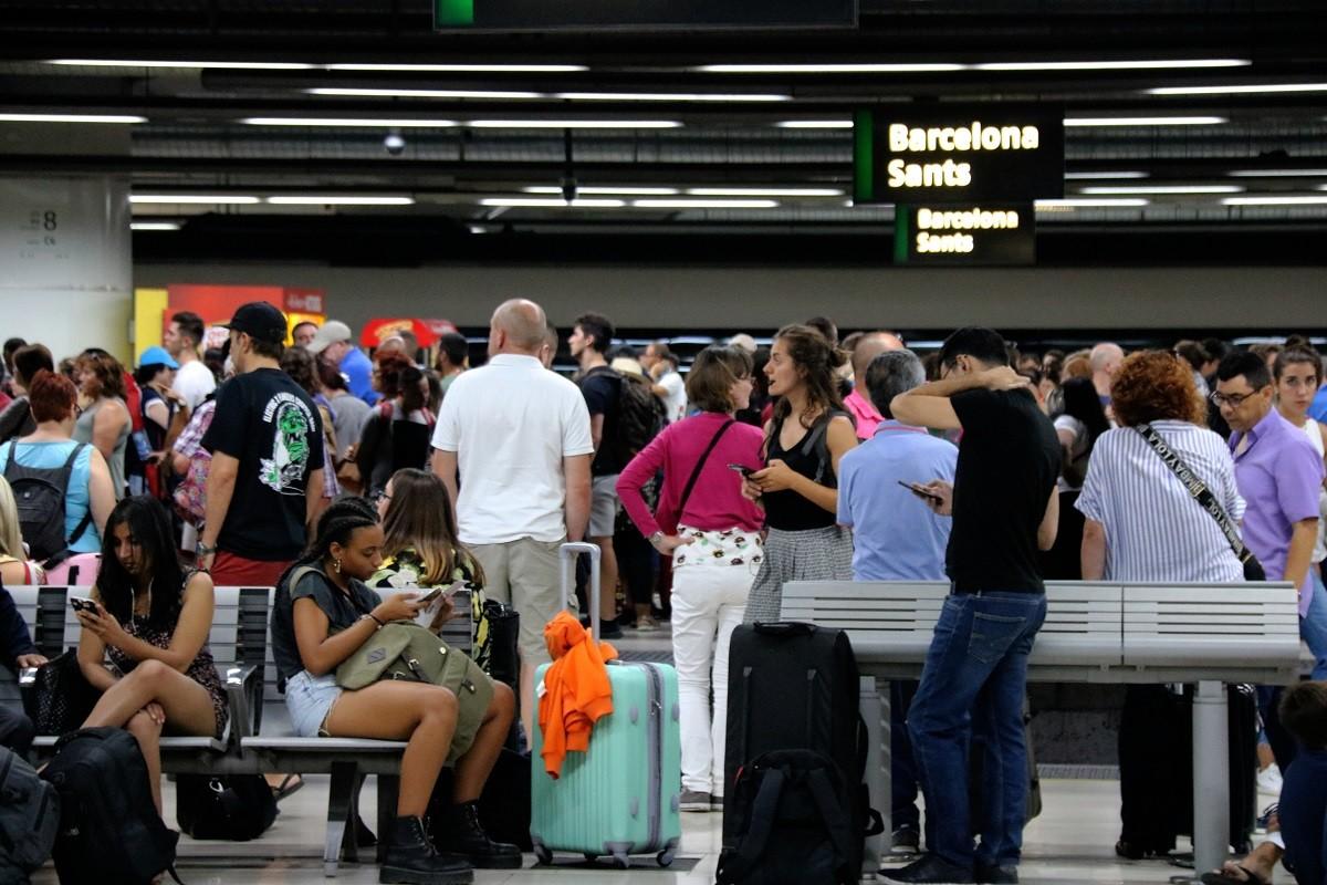 L'estació de Sants, plena de passatgers