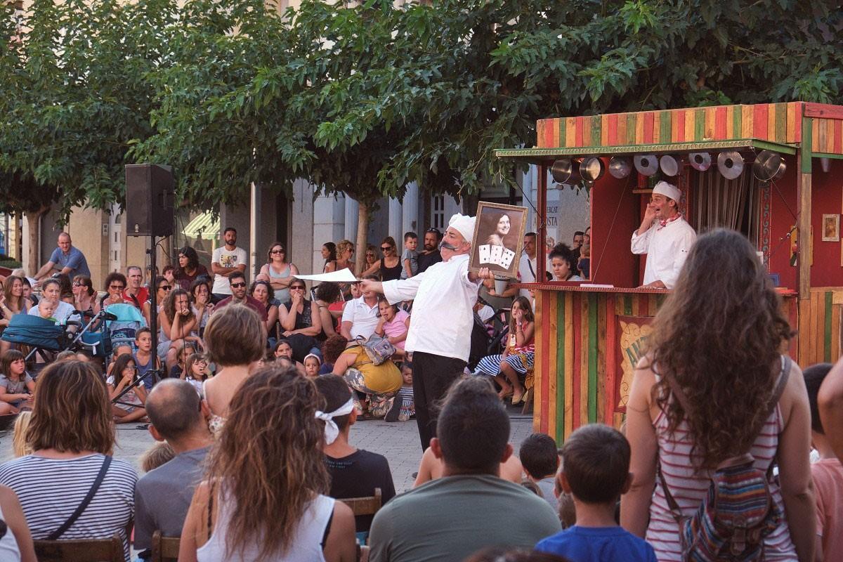 Els espectacles familiars 'Antipasti', 'Folkids' i el concert del Pot Petit van comptar amb un espai solidari .