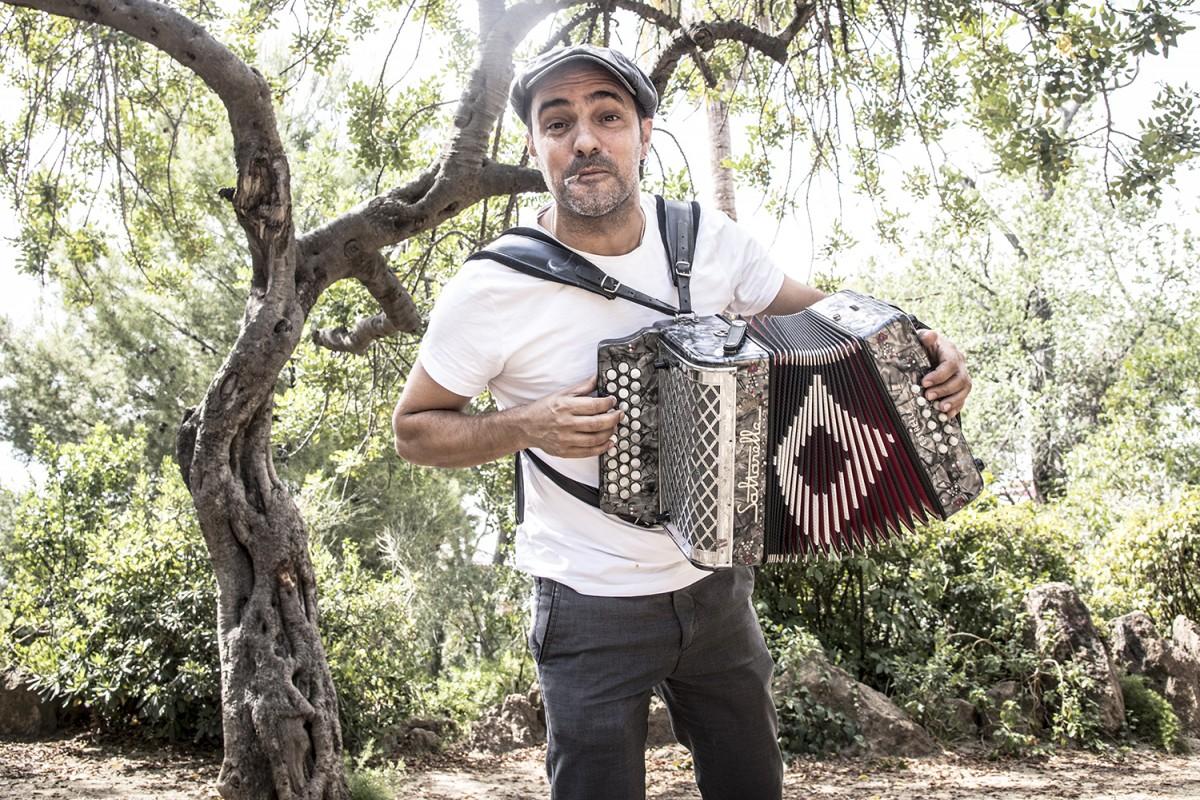 Joan Garriga, cantant, acordionista i compositor