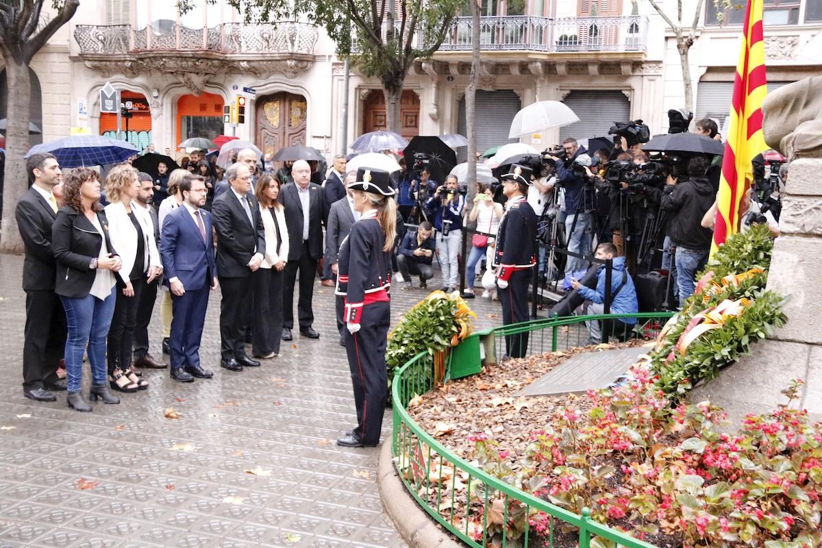 L'ofrena floral del Govern al monument de Rafael Casanova, aquest matí a Barcelona