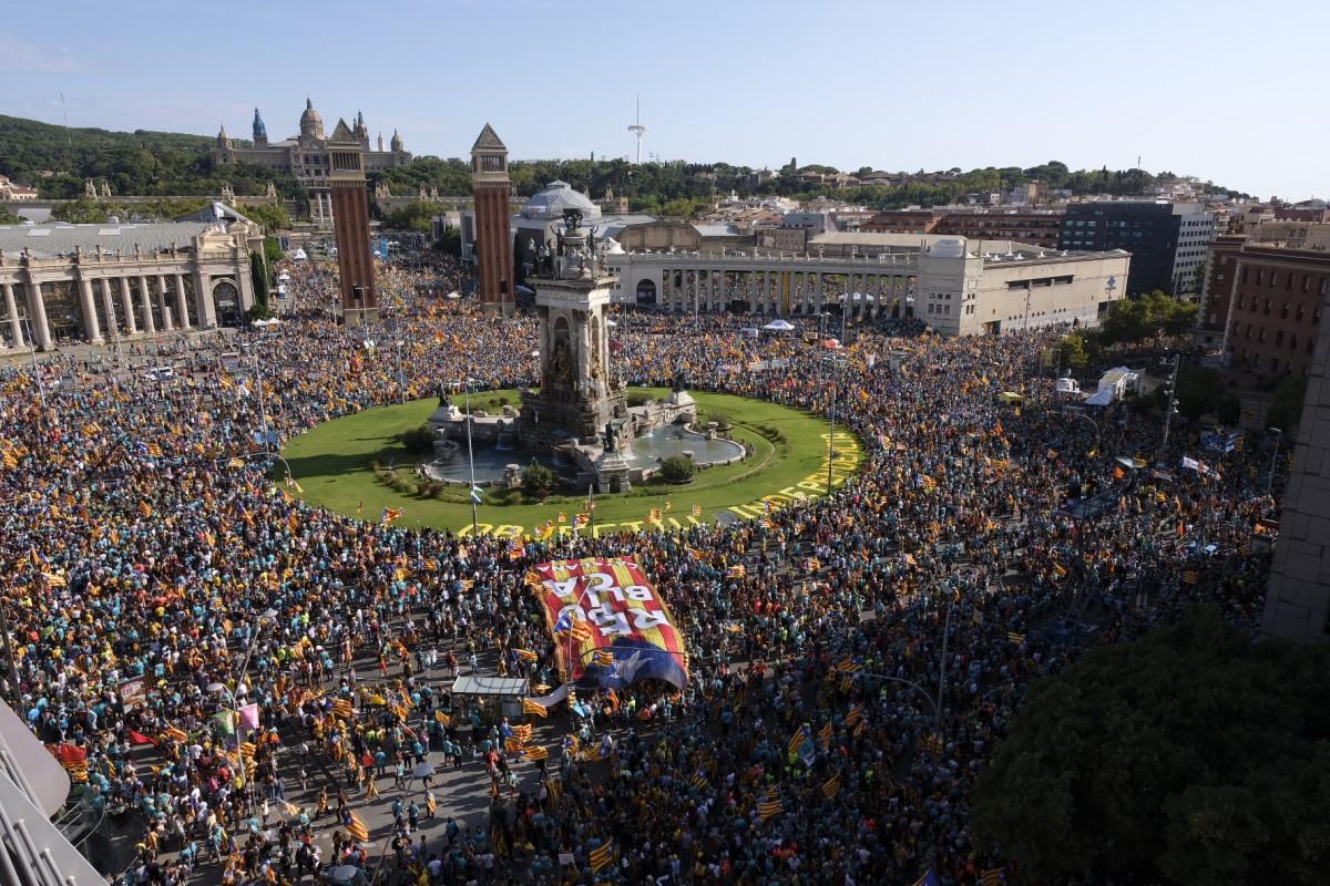 La multitudinària manifestació de la Diada a la plaça d'Espanya de Barcelona