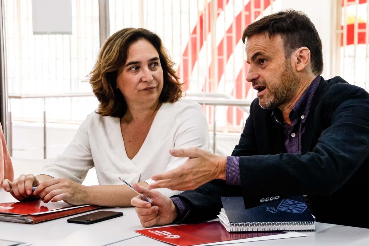 Jaume Asens, al costat d'Ada Colau.
