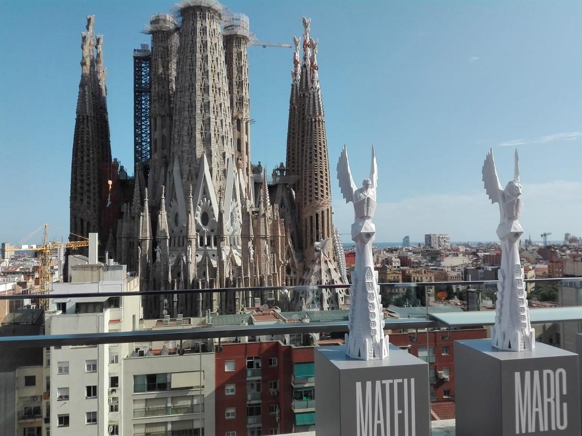 Les terminals de les torres, amb el temple de fons