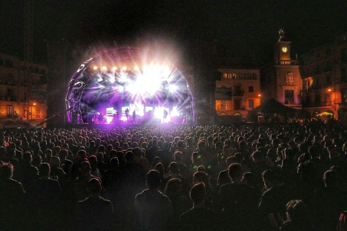 Concert de Dorian a plaça Major de Vic