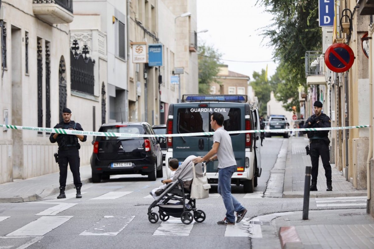 L'operatiu de la Guàrdia Civil, als voltants de la plaça de les Dones del Tèxtil de Sabadell