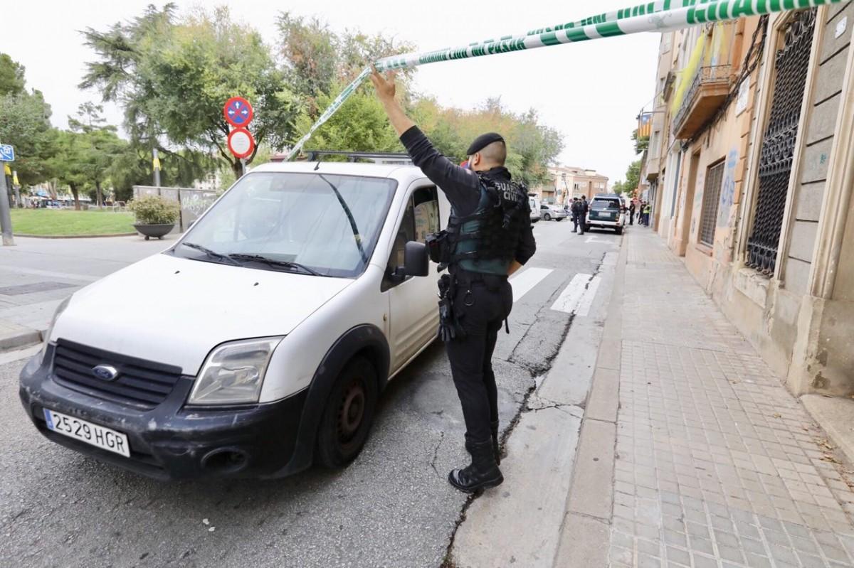 L'operatiu de la Guàrdia Civil, als voltants de la plaça de les Dones del Tèxtil