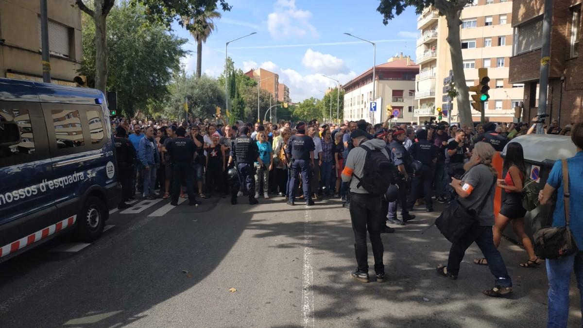 Unes 300 persones s'han concentrat per protestar contra les detencions