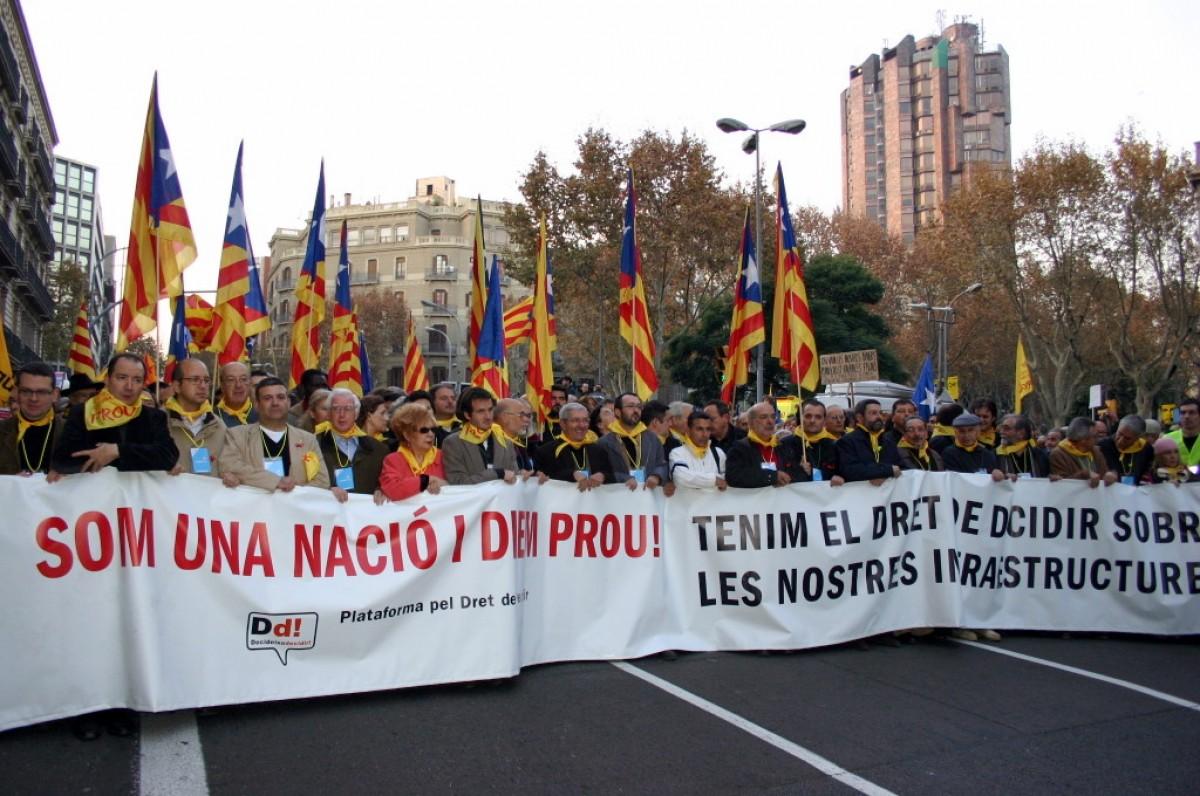 Manifestació de la Plataforma pel Dret de Decidir (PDD) 'Tenim el dret a decidir sobre les nostres infraestructures', organitzada l'1 de desembre de 2007.