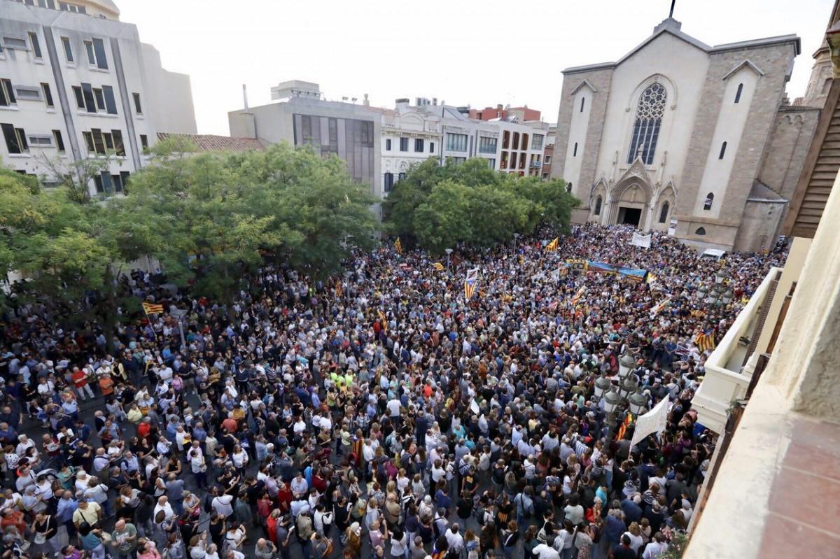 Manifestants a Sabadell, aquest dilluns en protesta per les detencions de la Guàrdia Civil