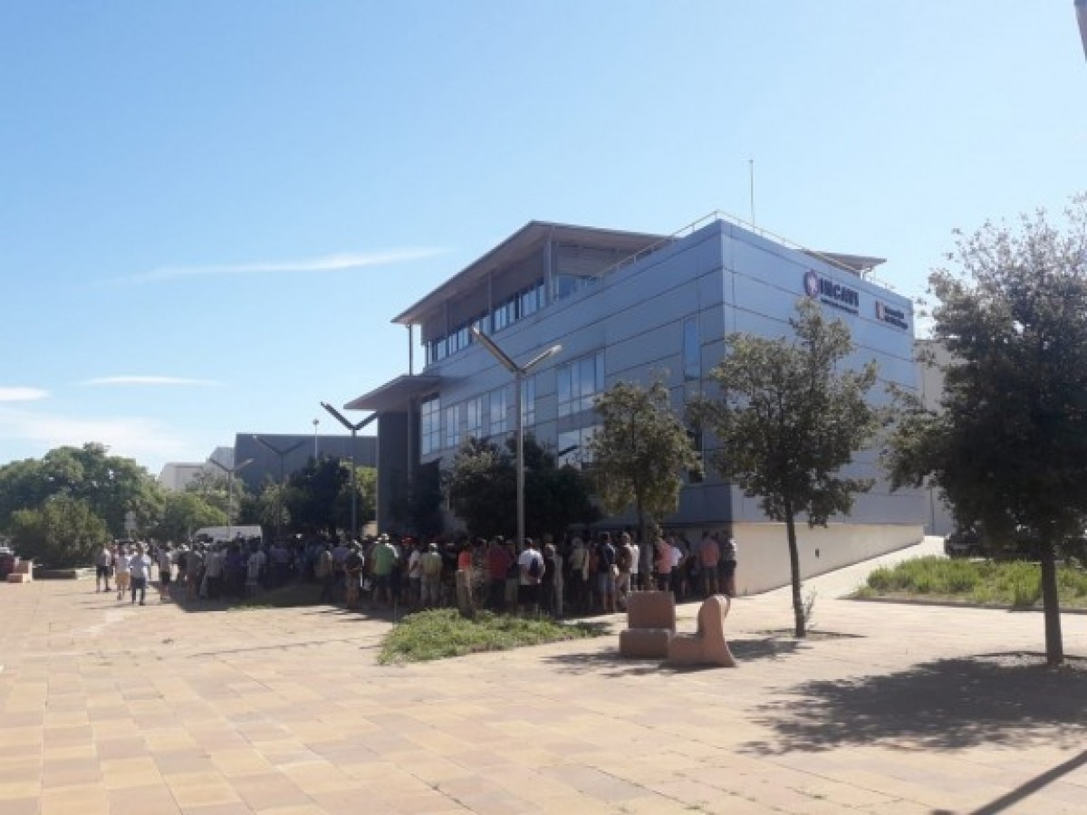 Protesta dels viticultors catalans davant l'INCAVI per la baixada del preu del raïm
