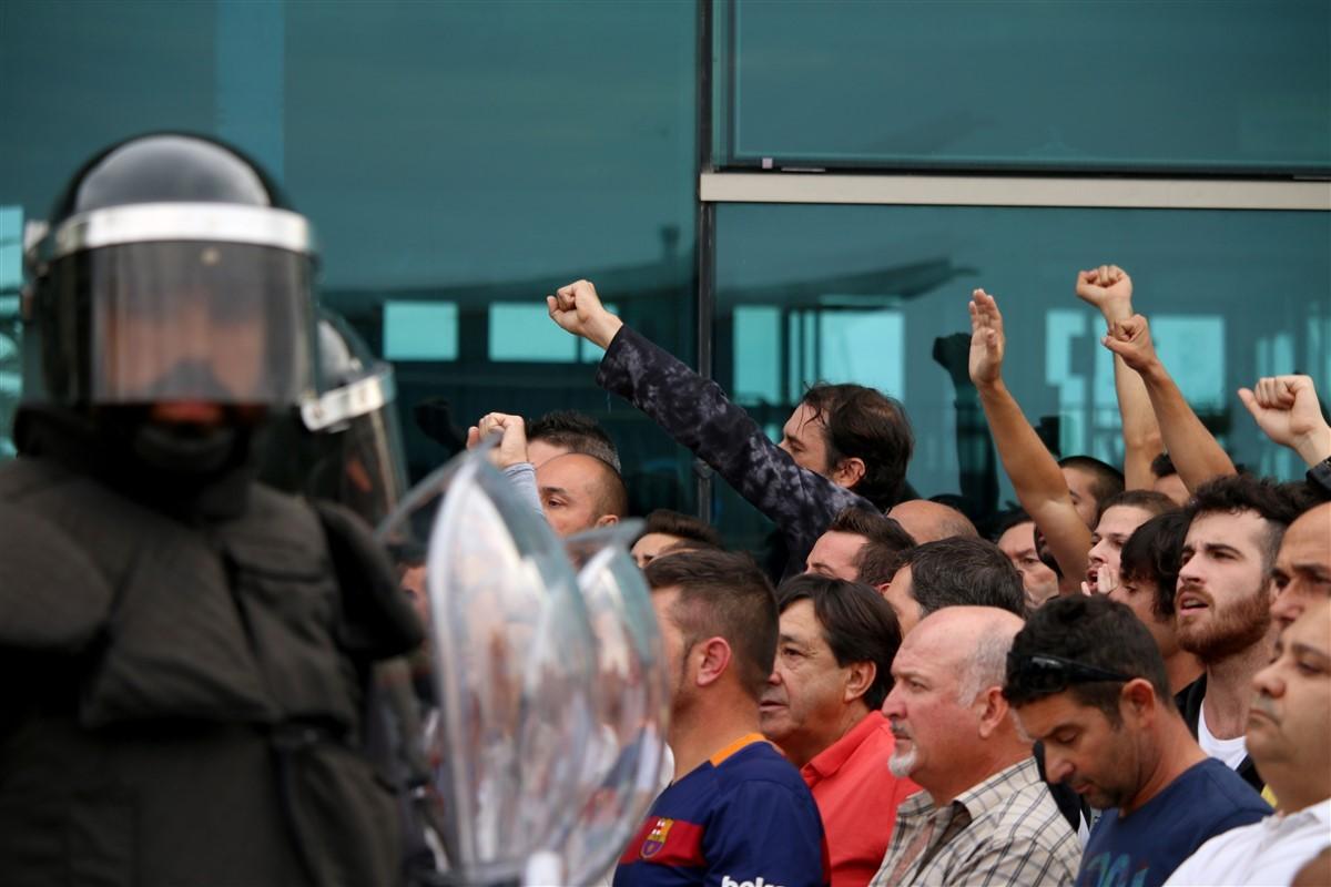 Les càrregues policials durant el referèndum de l'1-O de 2017 a la Ràpita.