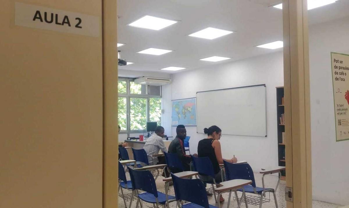 Una de les aules del CPNL Montserrat, acollint inscripcions de futurs alumnes