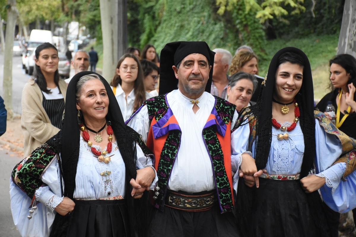 Dansaires amb els vestits tradicionals sards
