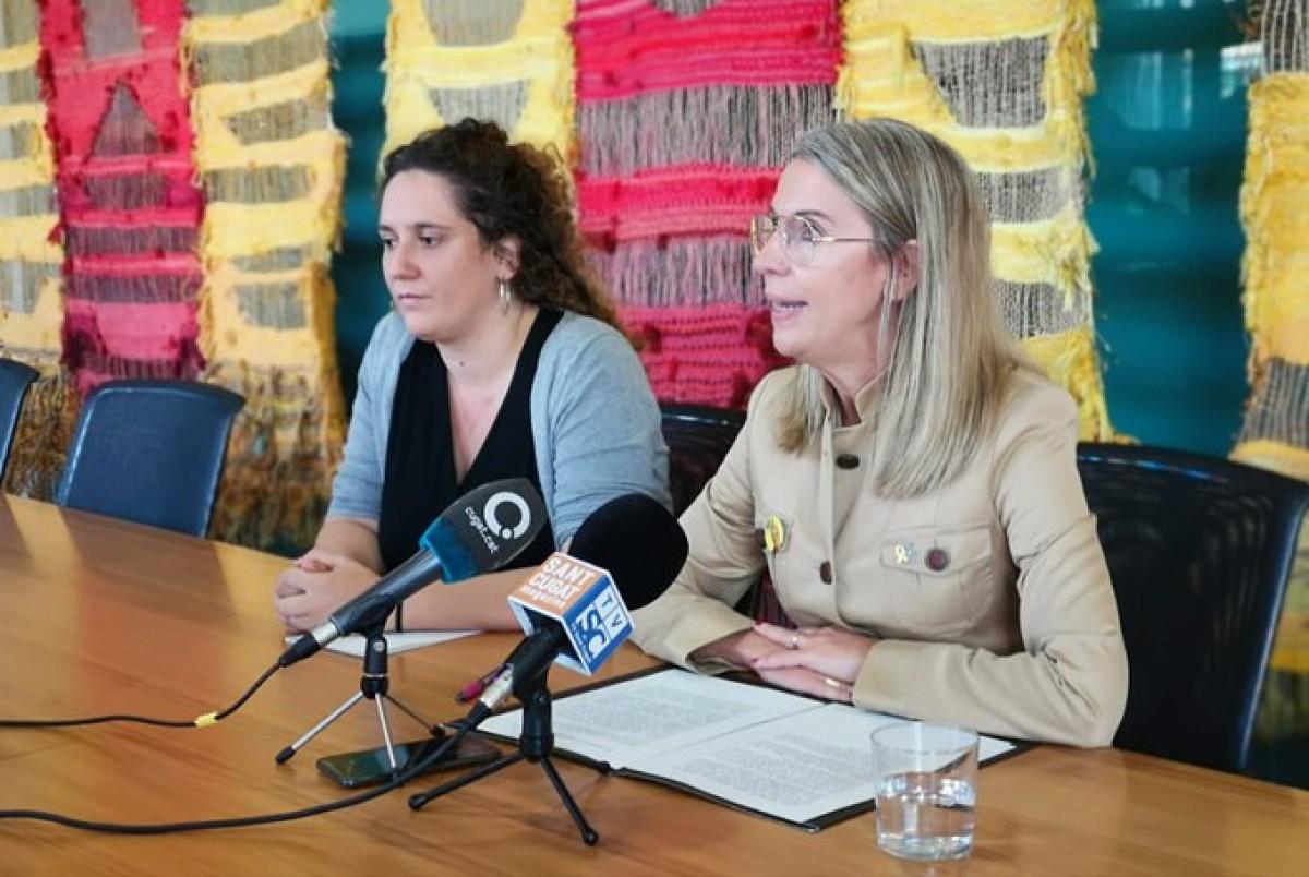 L'alcaldessa, Mireia Ingla, acompanyada de la tinent d'alcalde, Núria Gibert