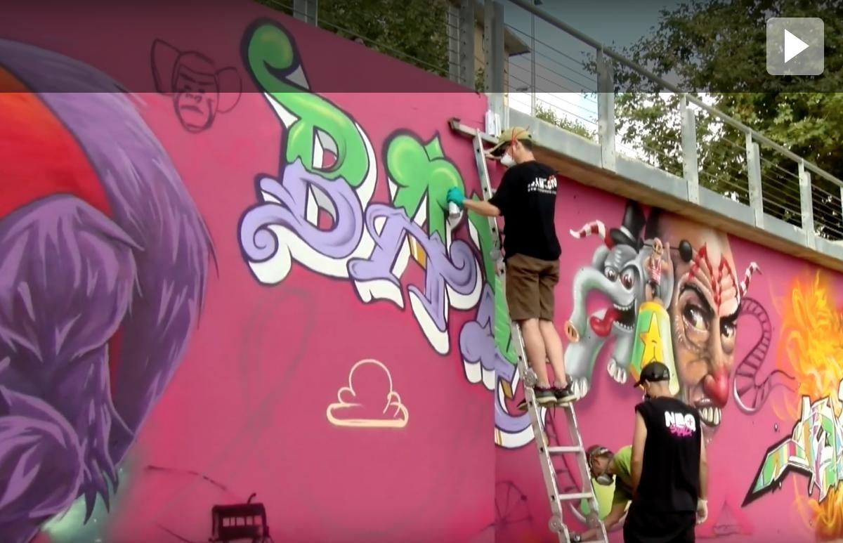 Grafiters renoven la imatge de la plaça Josep Tarradelles