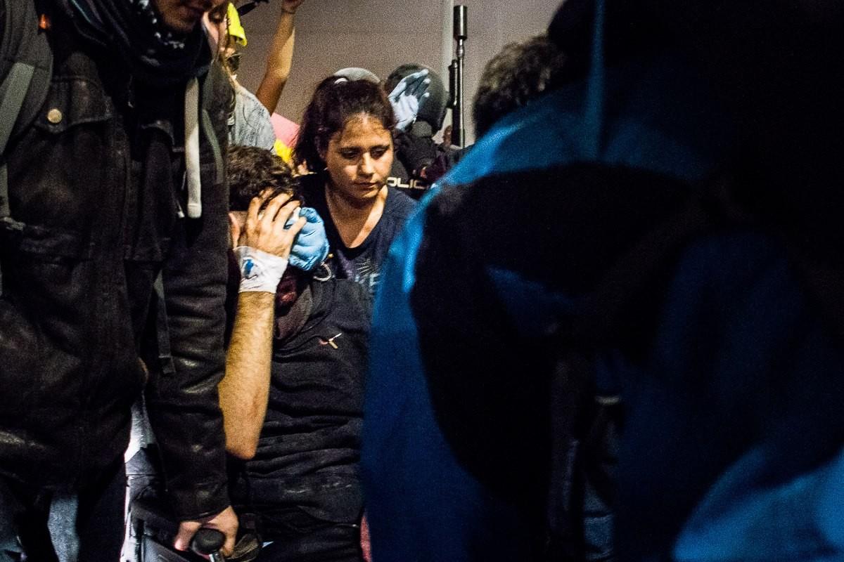 El manifestant ferit a l'ull per un projectil