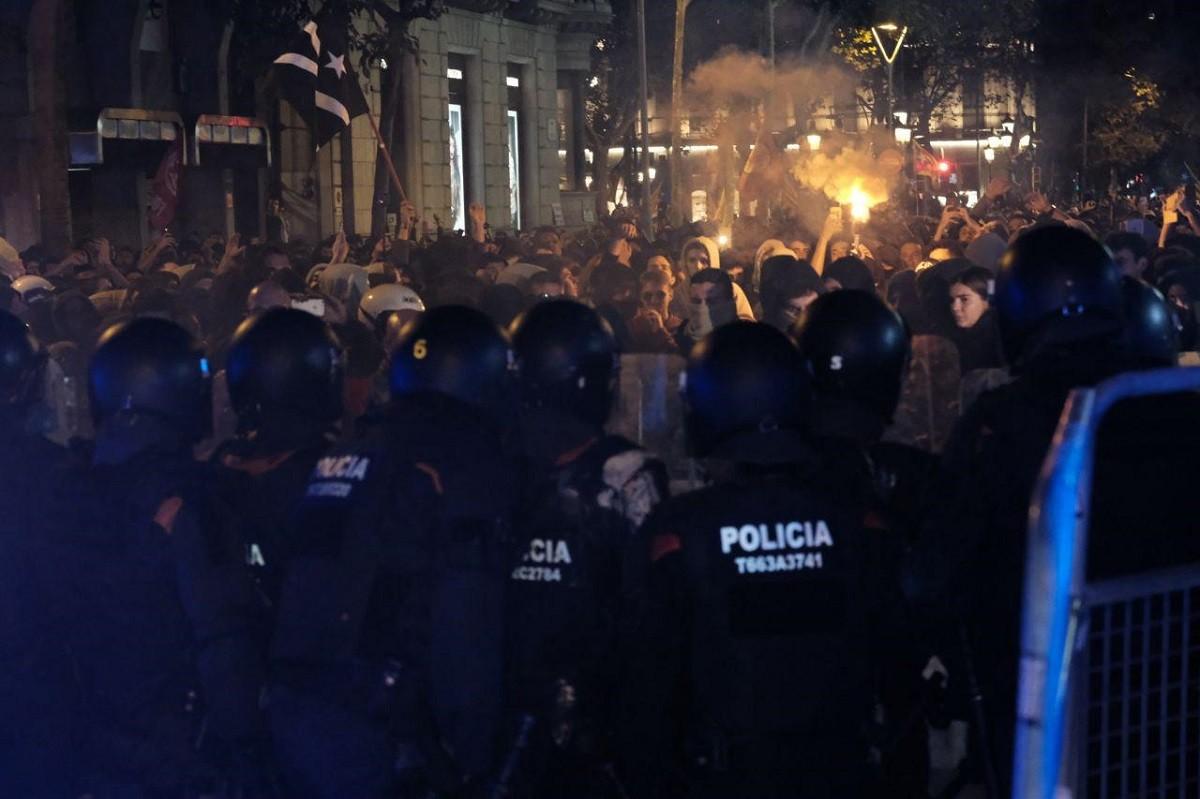 Actuació policial a Barcelona en la segona jornada de protestes per la sentència del Suprem.
