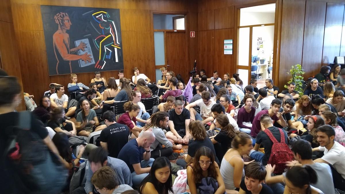 Seguda d'estudiants al rectorat de la UAB