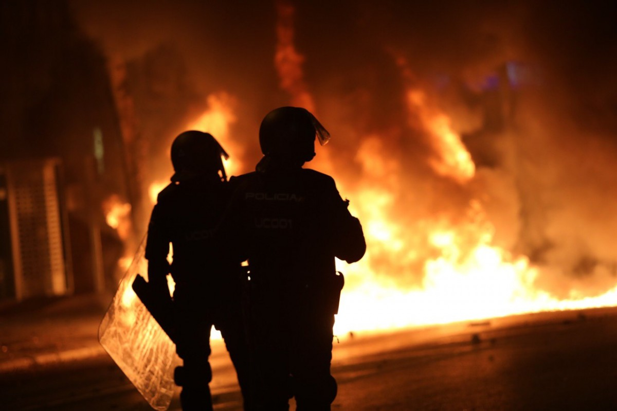 Dos agents de la policia, a Girona aquest dimecres.