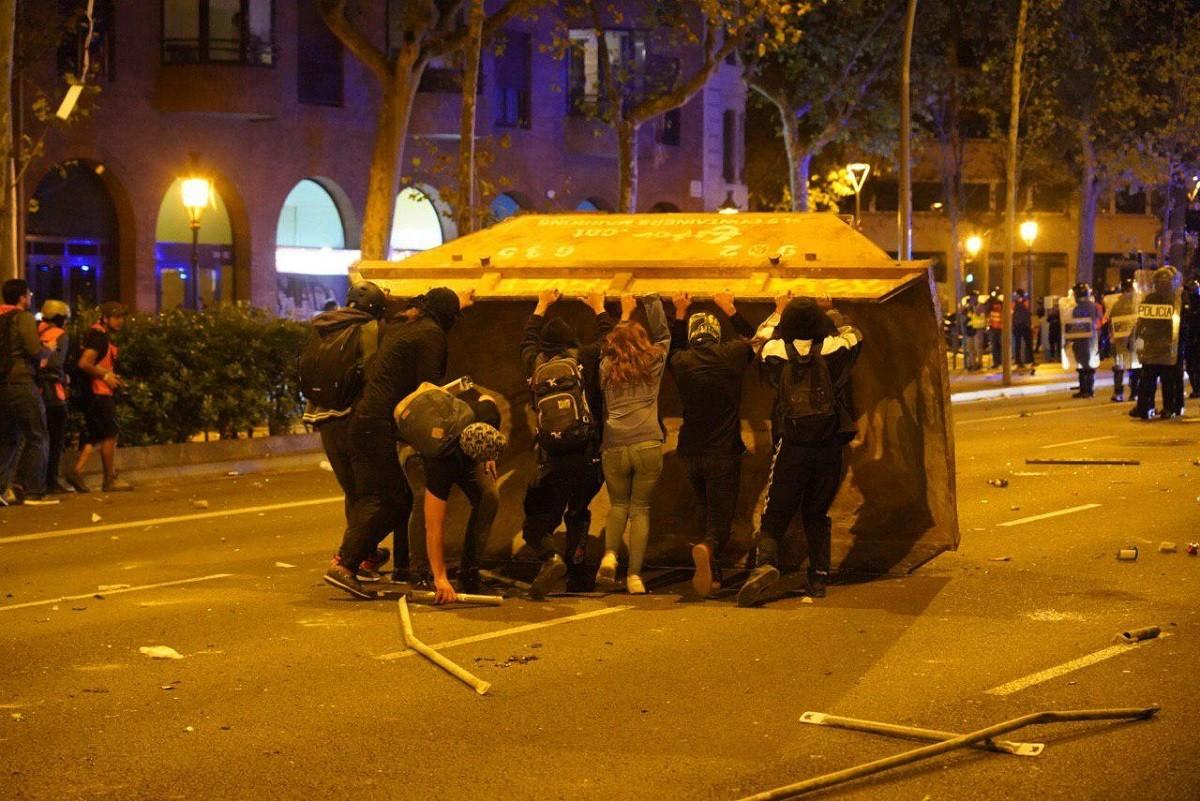 Barcelona, en flames en una nova jornada de protestes