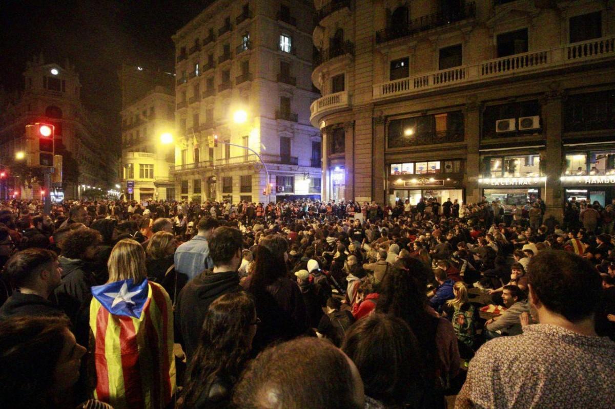 Milers de persones en la setena jornada de protestes
