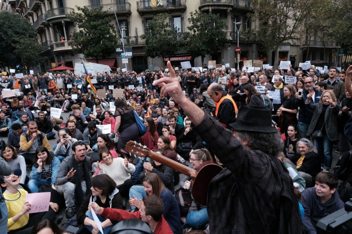 La protesta de Tsunami Democràtic davant la delegació del govern espanyol