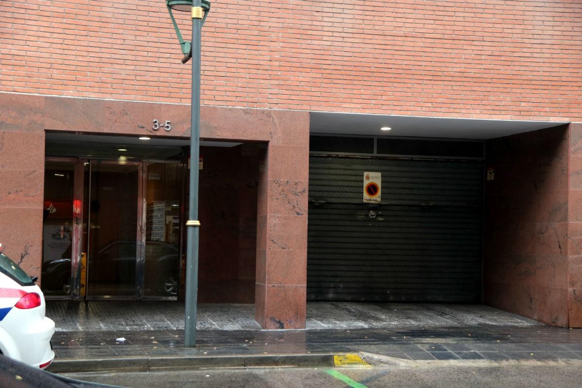 L'entrada a l'edifici del número 3-5 del carrer Felip Pedrell de Tarragona, on vivia la víctima.