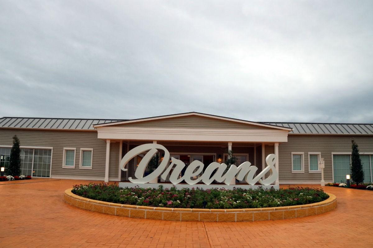 Façana principal de PortAventura Dreams.
