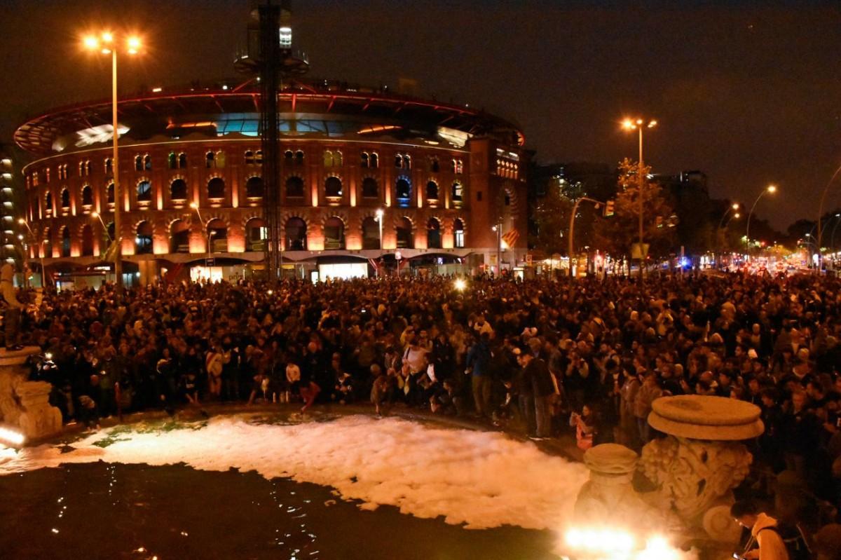 Concentració contra la sentència a la plaça d'Espanya de Barcelona.