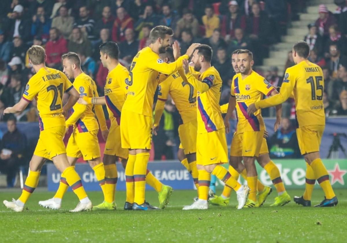 Els jugadors del Barça celebren un gol durant la fase de grups.