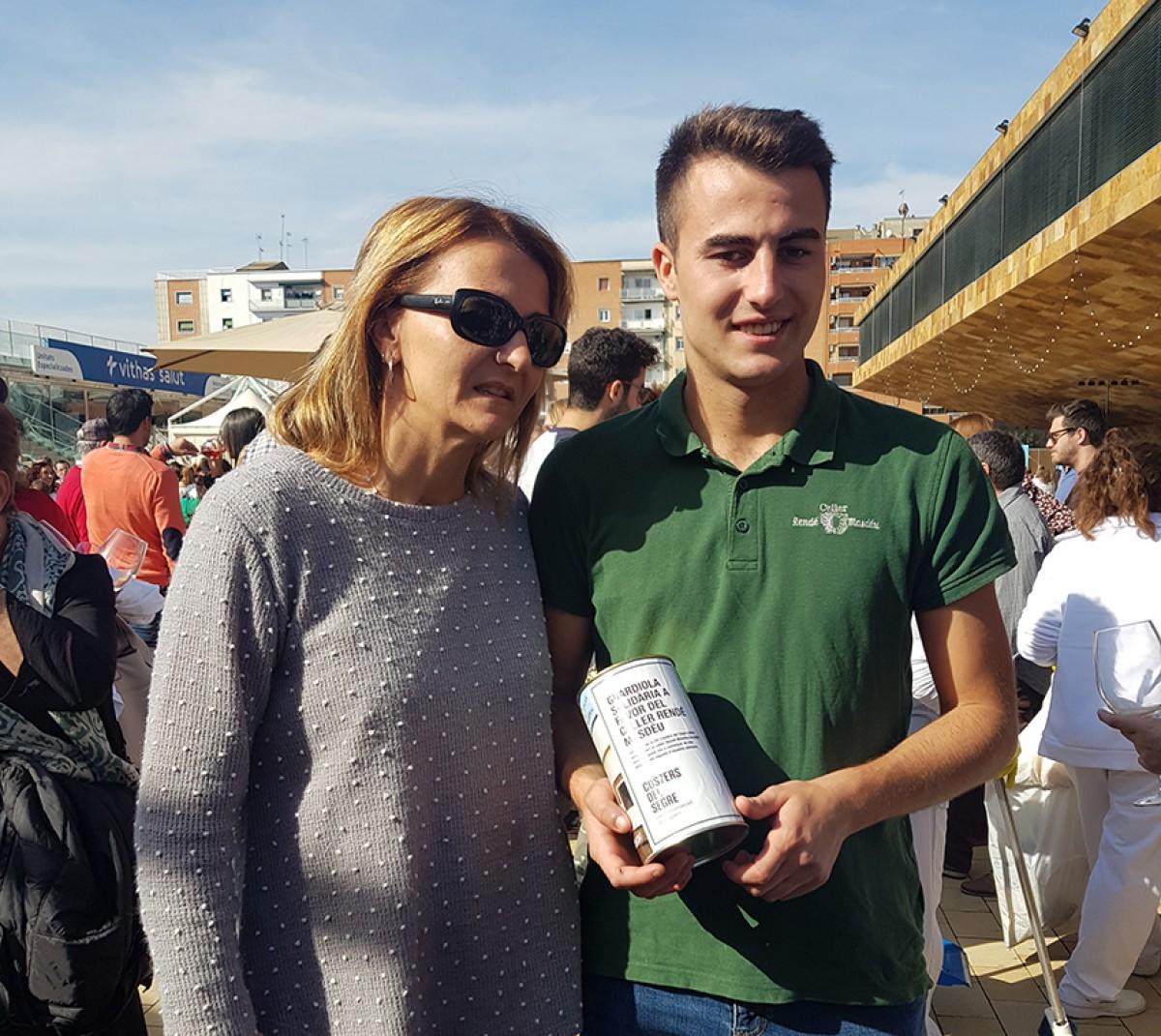 Mariona Rendé i Arnau Roig, el seu fill de 21 anys, a l'11a Festa del Vi de Lleida.