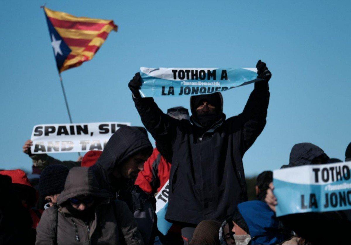Manifestants als voltants del Camp Nou, en el marc de les mobilitzacions del Tsunami