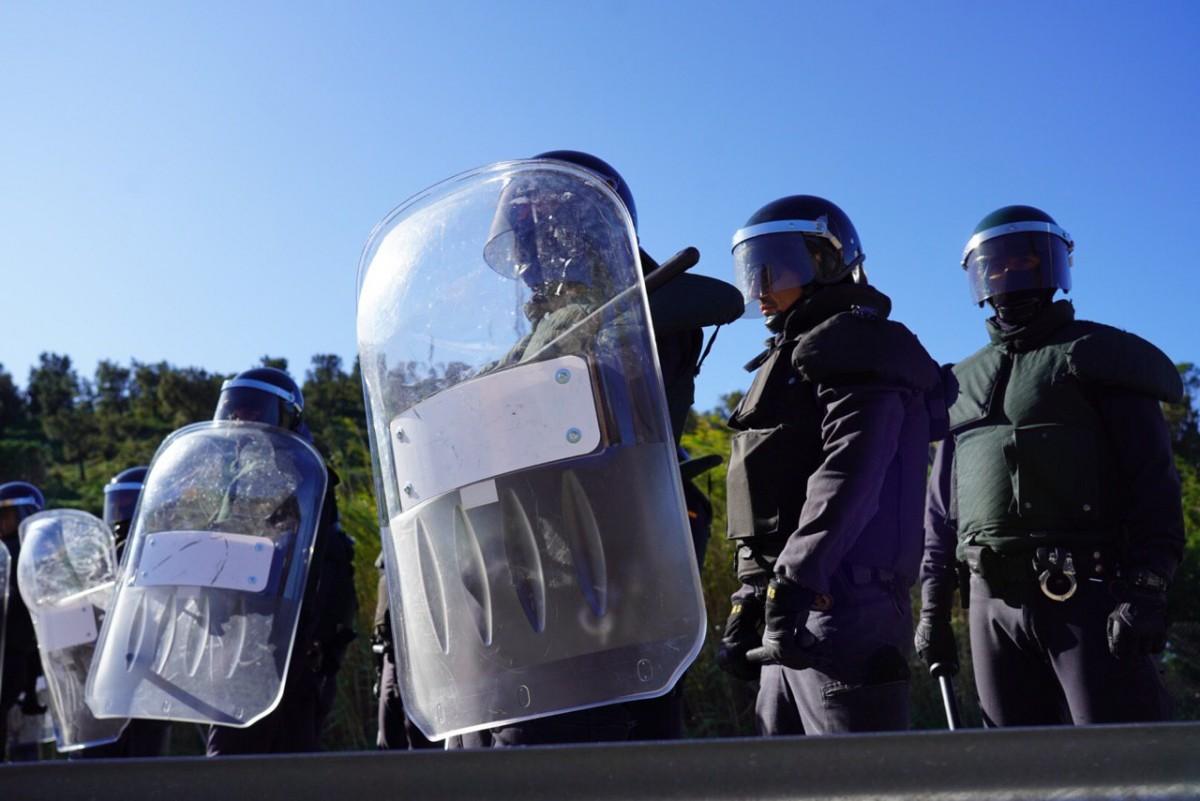 La Guàrdia Civil, durant la protesta de Tsunami Democràtic a la Jonquera.