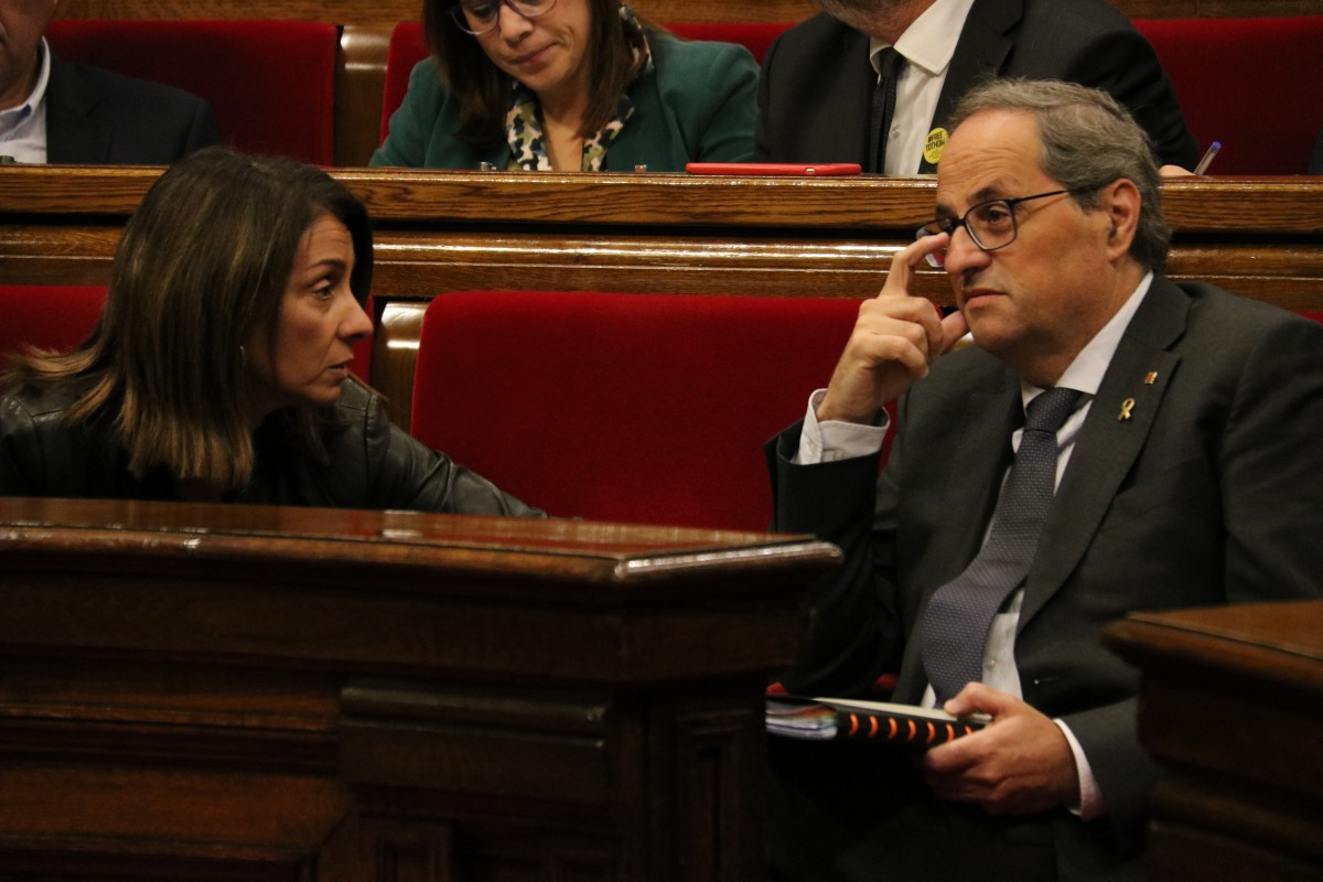 El president de la Generalitat, Quim Torra, aquest dimecres al Parlament amb la consellera Meritxell Budó