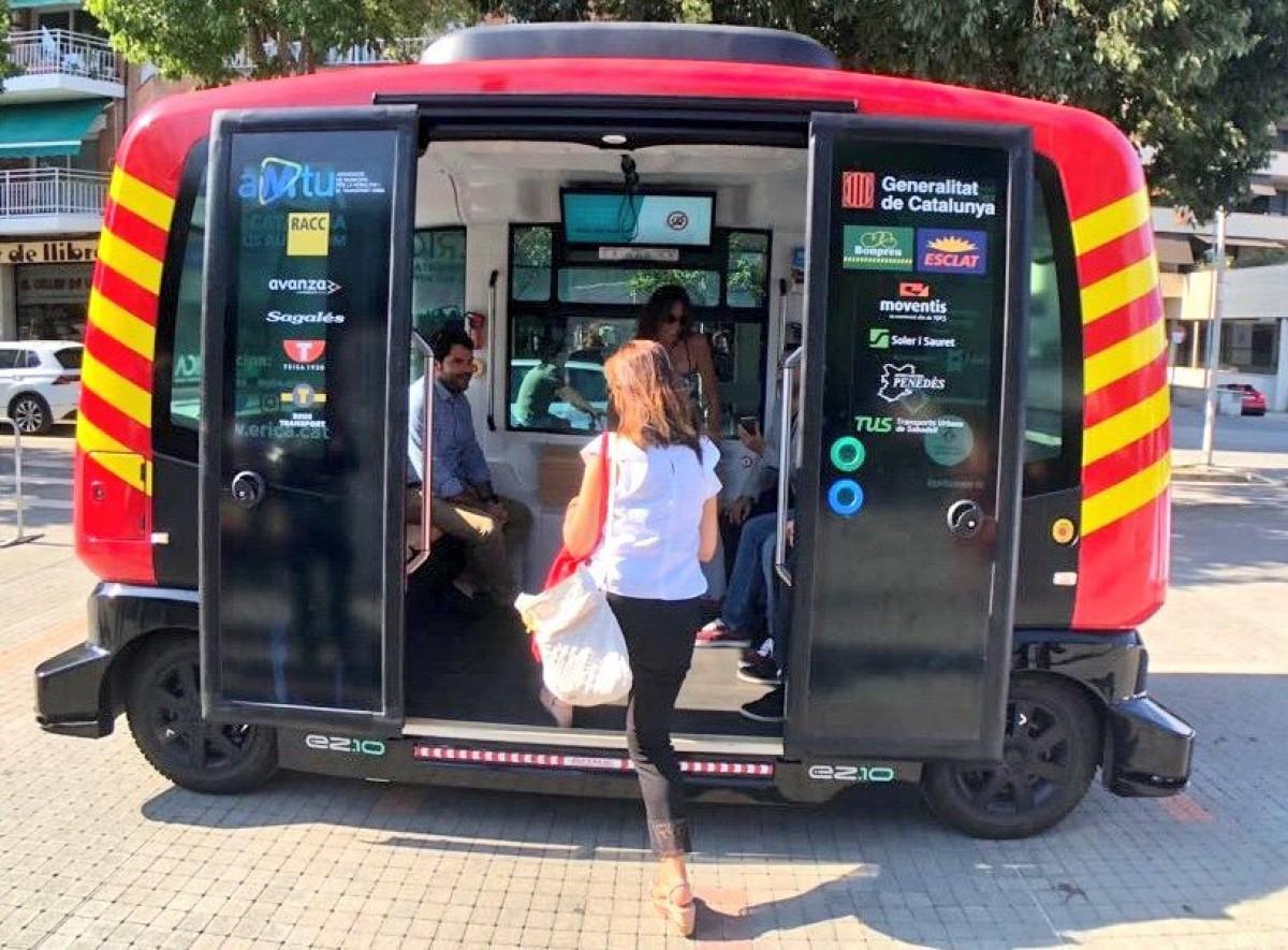 Prova el primer autobús autònom i connectat de Catalunya