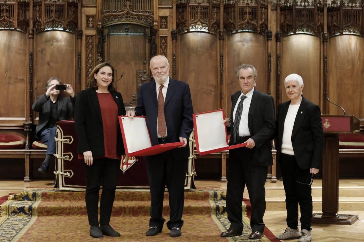 Pérez i Royo i Martín Pallín, entre Colau i Maria Lluïsa Oliveres.