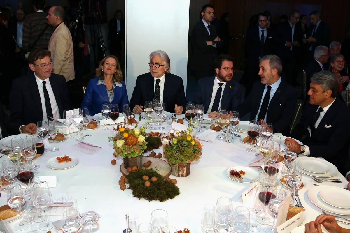 El president de Foment, Josep Sánchez Llibre, i el vicepresident del Govern, Pere Aragonès, en el sopar amb altres convidats