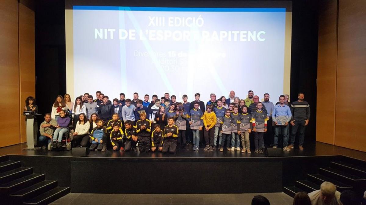 Foto de grup dels premiats en la gala de l'esport rapitenc.