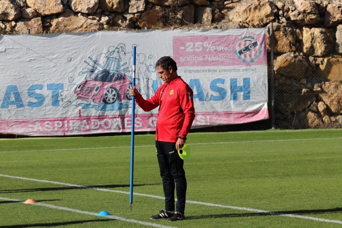 Toni Seligrat, nou entrenador del Nàstic, durant l'entrenament d'aquest dimarts.