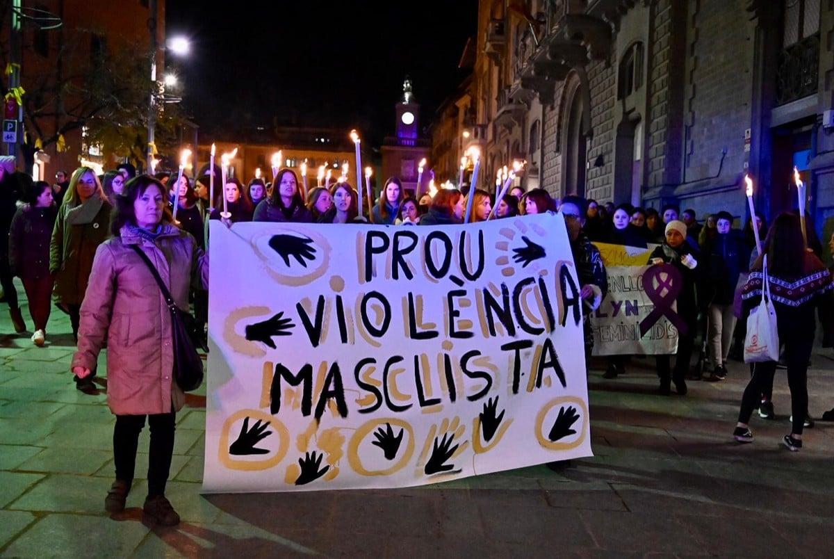 Manifestació a Vic el  Dia Internacional contra les Violències Masclistes
