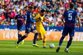 El Barça s'enfonsa i es deixa remuntar contra el Llevant (3-1)