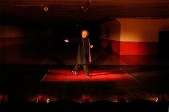 Albert Vidal convida el públic a baixar als «inferns» del pàrquing de l'Atlàntida de Vic