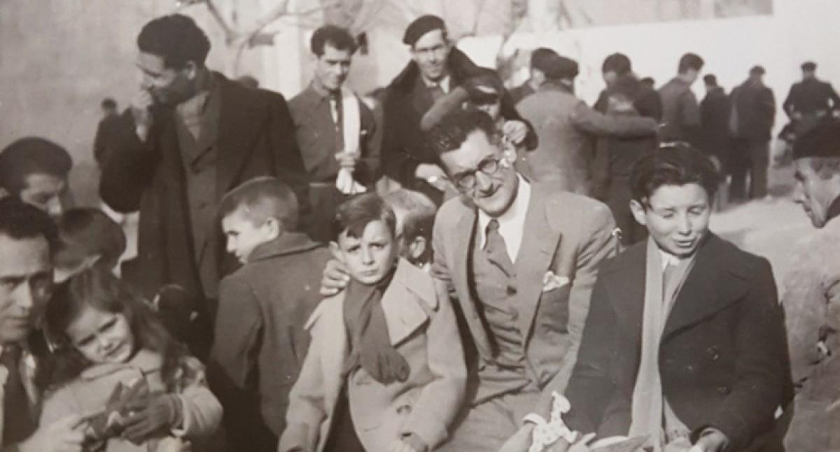 Francesc Surroca, amb els seus dos fills, Jordi i Àngel, a la presó de Girona, a Salt, el dia de Reis de 1943.