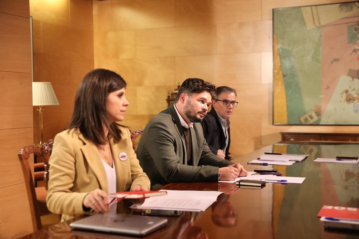 Gabriel Rufián, amb Marta Vilalta i Josep Maria Jové, durant la reunió amb el PSOE la setmana passada