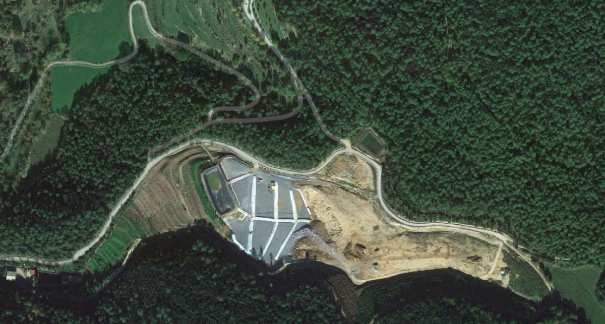 Imatge aèria del dipòsit de residus controlats al Clot de les Mules, a Beuda.