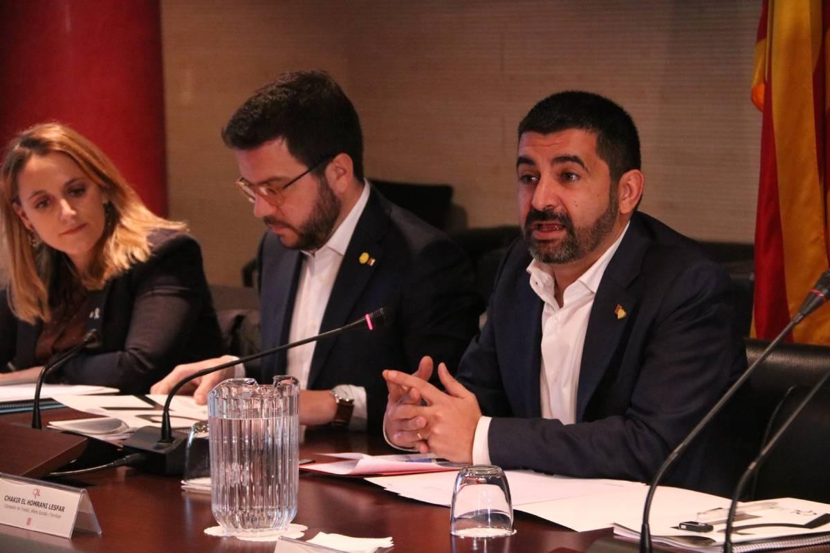 Chakir el Homrani, Pere Aragonès i Natàlia Mas, durant una reunió del Consell de Relacions Laborals.